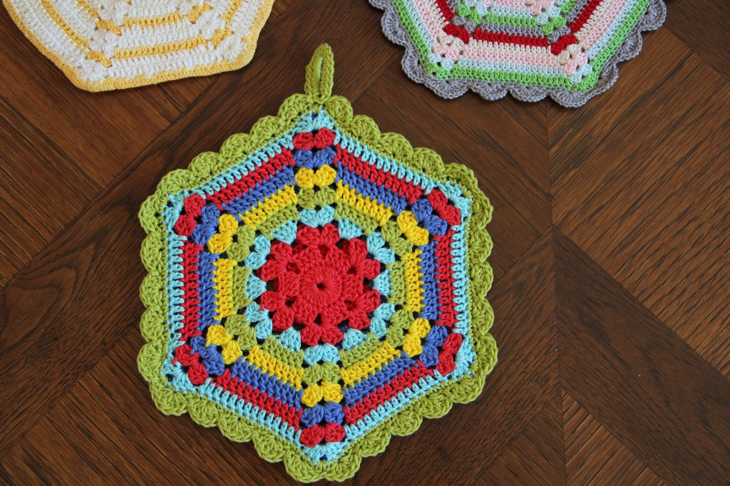 Crochet Patterns Vintage Potholders : free vintage crochet climbing trellis hexagon pot holder pattern ...