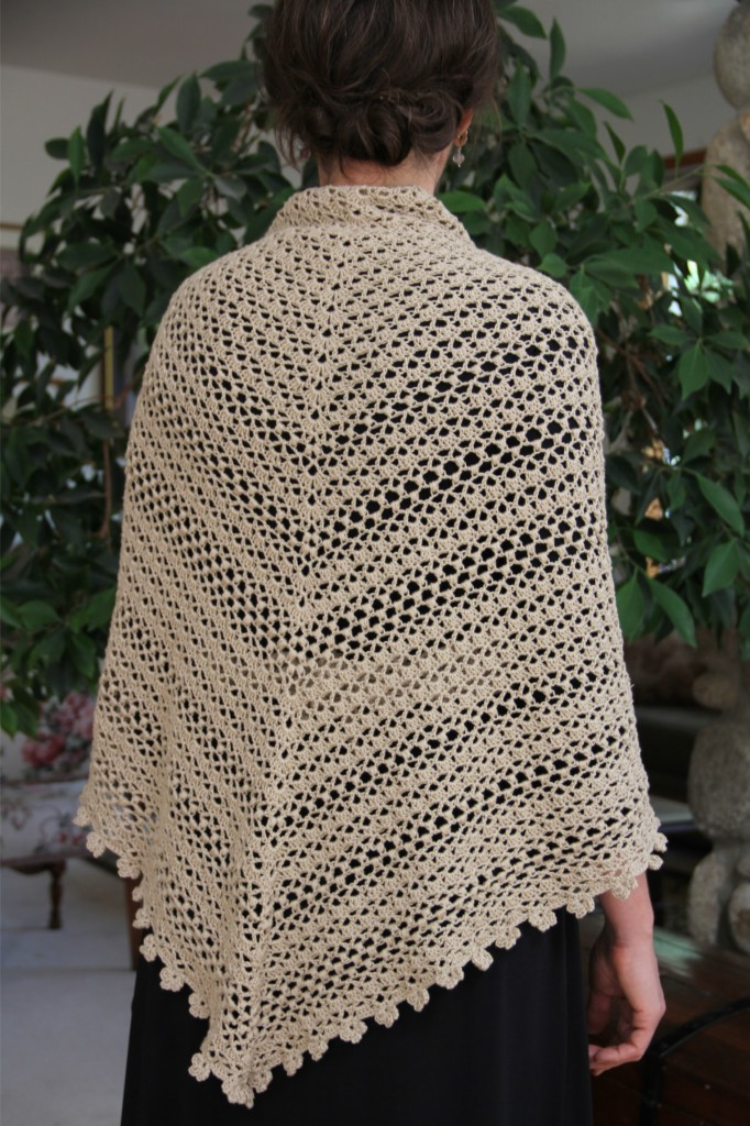 alipyper - crocheted oatmeal puff shawl free pattern back