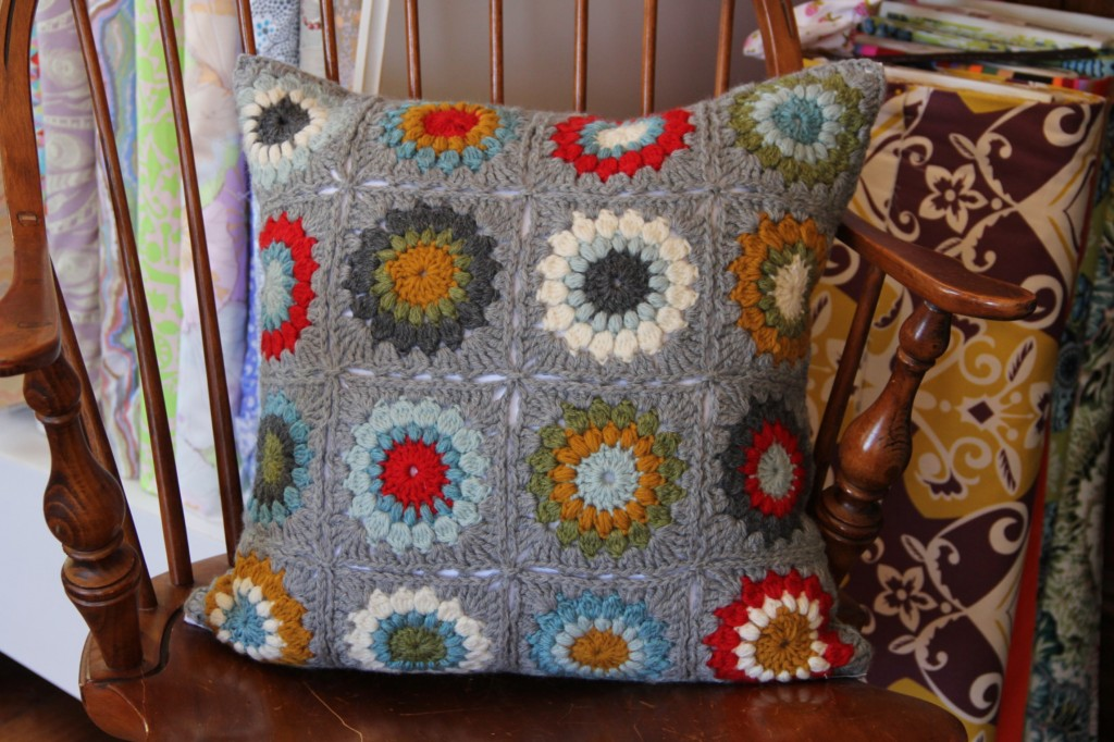 alipyper - Sunburst Granny Square Pillow 1